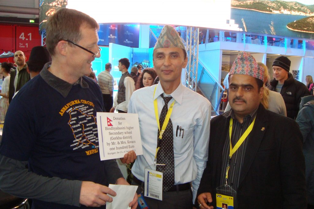 Josef stiftet 100 € für Schule in Gorkha